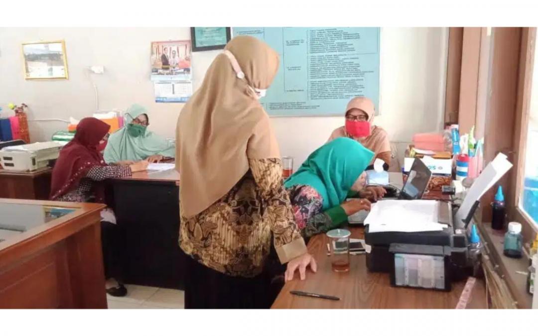 Sebanyak 34 Guru SMPN 8 Surakarta Ikuti Bimtek AKM